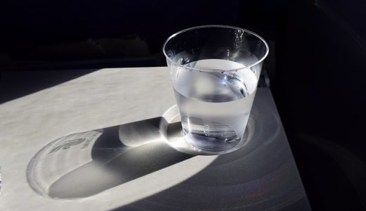 便秘の人が、朝起きたらまずすること!それはコップ1杯の水を飲む!