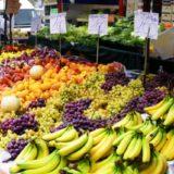 スーパーで売られるバナナ