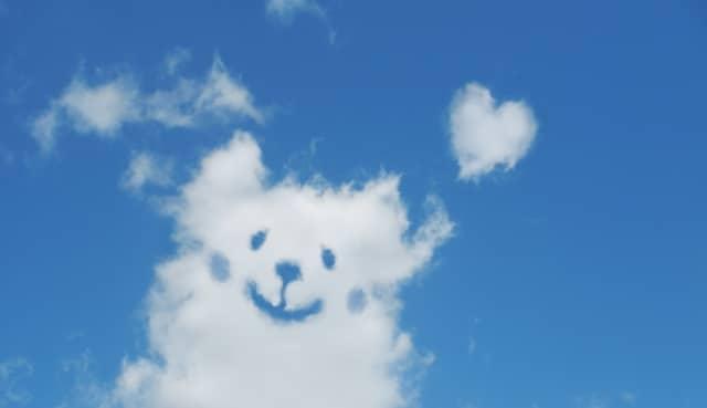 雲の形をした犬