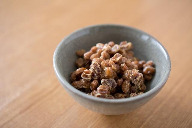 小鉢にいれた納豆