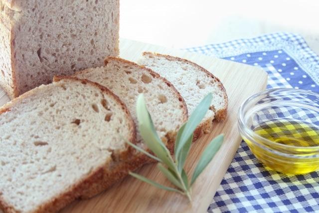 パンにオリーブオイル